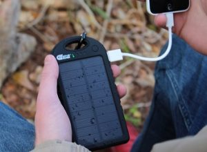 10 Best Solar Phone Chargers in 2020 – Buyer's Guide